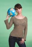 Flickan med jordklotet Royaltyfri Foto