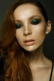 flickan med rött hår Fotografering för Bildbyråer