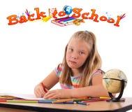 Flickan med baksida till skolar temat som isoleras på vit Royaltyfria Foton
