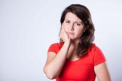 Flickan med smärtar Fotografering för Bildbyråer