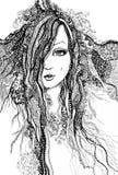 Flickan med snör åt i hennes hår Royaltyfri Foto