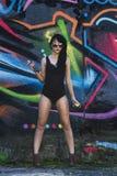 Flickan med sprutmålningsfärgen Fotografering för Bildbyråer