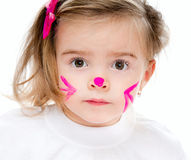 Flickan med vänder mot målar in Royaltyfri Foto