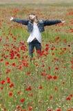 Flickan med vallmo tycker om lodlinje Royaltyfri Foto