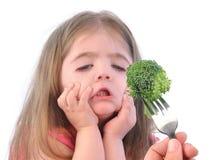 Flickan och sund broccoli bantar på vit Arkivfoto