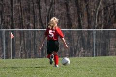 Flickan på fotboll sätter in 12 royaltyfri fotografi