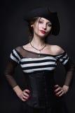 flickan piratkopierar Arkivbild