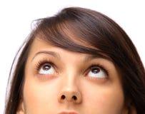 flickan ser uppåt arkivbilder