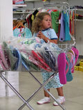 flickan shoppar Royaltyfri Fotografi