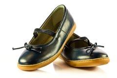 Flickan skor skodon som isoleras på vit bakgrund Arkivfoto