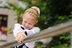 flickan skrattar little Arkivfoto