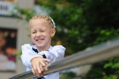 flickan skrattar little Arkivfoton