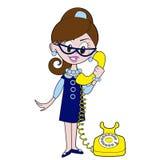Flickan talar på telefonen Royaltyfri Fotografi