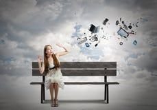 Flickan tar av planet på Royaltyfria Bilder