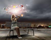 Flickan tar av planet på Fotografering för Bildbyråer
