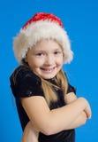 Flickan tonåringen i Jultomte hatt Arkivbild