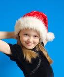Flickan tonåringen i Jultomte hatt Arkivfoto