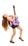 Flickan vaggar, medan spela på den electro gitarren Arkivbild