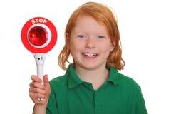 flickan visar teckenstoppet Fotografering för Bildbyråer