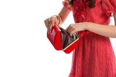 Flickas händer med den röda handväskan royaltyfria foton