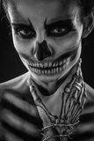 Flickas skelett i studion Royaltyfri Foto