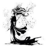 Flickasamurajanseende med svärdet i handen, rufsa för stark vind Royaltyfri Fotografi