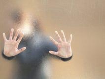 flickasilhouette Arkivfoto