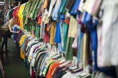 Flickasparsamhetlager som shoppar 2 Fotografering för Bildbyråer