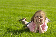 flickaståendebarn Arkivfoto