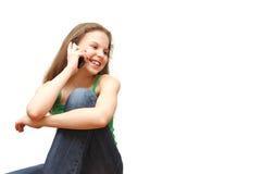 flickatelefonen talar tonåringbarn royaltyfria bilder
