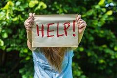 Flickor behöver hjälp Arkivbilder