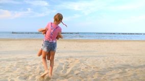 Flickor har gyckelrotering lager videofilmer