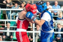 Flickor i boxningkonkurrens Fotografering för Bildbyråer