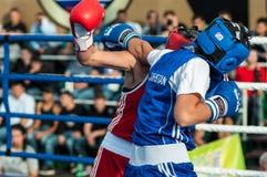 Flickor i boxningkonkurrens Arkivfoto