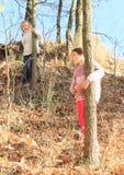 Flickor i skog Arkivbilder