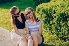 Flickor i staden Royaltyfri Fotografi