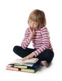 Flickor läste boken Fotografering för Bildbyråer