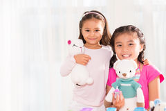 Flickor med toys Royaltyfri Foto