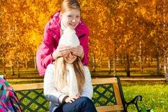 Flickor och överraskning Royaltyfri Fotografi