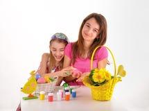 Flickor och påsk Arkivfoto