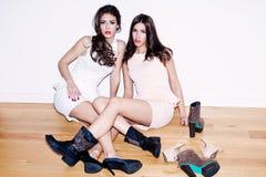 Flickor och skor Royaltyfri Foto