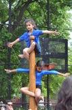 Flickor på en Pole, en sport av Indien, Tom Wurl Arkivbilder