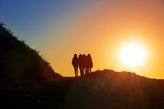 Flickor på kullen Arkivfoto