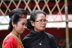 Flickor på Toraja begravnings- ceremoni Royaltyfri Fotografi