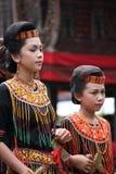 Flickor på Toraja begravnings- ceremoni Arkivfoton