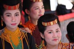 Flickor på Toraja begravnings- ceremoni Royaltyfria Bilder