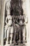 Flickor på väggen av det Bayon tempelet Arkivbilder