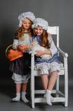 Flickor som är lantliga med kanin Arkivfoto