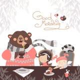 Flickor som dricker te med en gullig björn Royaltyfri Bild
