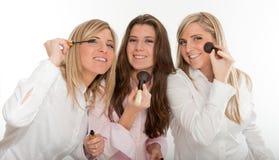 Flickor som förbereder sig att gå ut Fotografering för Bildbyråer